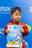 哈萨克斯坦,阿尔玛蒂- 2017年6月11日:儿童` s循环的竞争游览de kids 孩子年岁2到7年竞争  免版税库存图片