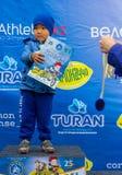 哈萨克斯坦,阿尔玛蒂- 2017年6月11日:儿童` s循环的竞争游览de kids 孩子年岁2到7年竞争  库存照片