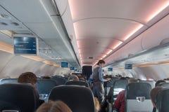 哈萨克斯坦- 2017年12月27日:里面平面AirAstana公司 库存照片
