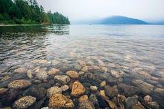 哈里逊湖看法在哈里逊温泉城不列颠哥伦比亚省加拿大附近的 免版税库存照片