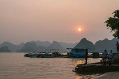 哈隆,越南- 2016年10月11日:哈隆海湾蒂托夫海岛 库存图片