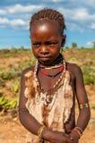 从哈马尔部落的小女孩。 库存照片