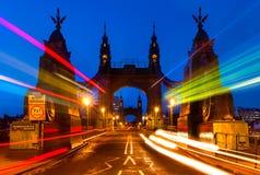 哈默史密斯桥梁在伦敦,英国 库存照片