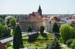 哈费尔贝尔格都市风景和哈弗尔河 在背景中churc 库存图片