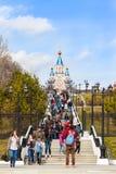 哈巴罗夫斯克,俄罗斯- 2017年5月01日:走在中心的人们 库存照片