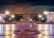哈巴罗夫斯克-列宁广场大广场在晚上- f的 库存照片