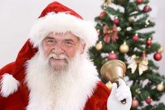 响铃他敲响的圣诞老人 免版税库存照片