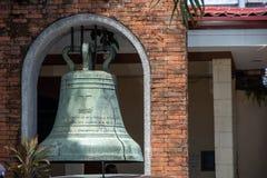 响铃在圣塞瓦斯蒂安大教堂,巴科洛德市里 库存图片