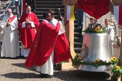 22 07 2012年响铃就职典礼在高速公路教会的Baden-Baden 库存照片