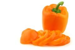 响铃被切的新鲜的一橙色胡椒 库存图片