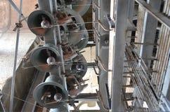 响铃隆隆声从Clérigos高耸的在波尔图,葡萄牙 库存图片