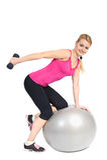 哑铃在健身球的三头肌扩展名 免版税库存照片