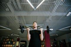 哑铃增强 与重量的体育运动15 kg 库存图片
