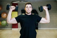 哑铃增强 与重量的体育运动15 kg 免版税库存图片