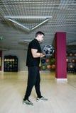 哑铃增强 与重量的体育运动15 kg 库存照片
