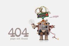 哟没找到的404个错误页 与电线发型的未来派机器人概念 巡回插口芯片玩具 免版税库存照片