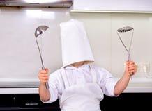 哟-我的厨师帽子是太大的 免版税库存图片