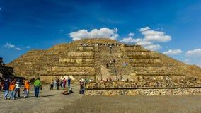 哥伦布发现美洲大陆以前城市特奥蒂瓦坎,墨西哥金字塔的废墟  库存照片