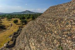 哥伦布发现美洲大陆以前城市特奥蒂瓦坎,墨西哥金字塔的废墟  免版税库存照片