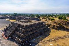 哥伦布发现美洲大陆以前城市特奥蒂瓦坎,墨西哥金字塔的废墟  免版税库存图片