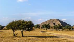 哥伦布发现美洲大陆以前城市特奥蒂瓦坎,墨西哥金字塔的废墟  库存图片
