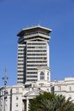哥伦布房屋建设最高的(110米)建筑在巴塞罗那和第一个摩天大楼的中心在城市 免版税库存照片