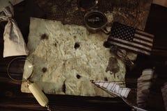哥伦布日概念 老地图用水上设备 库存照片