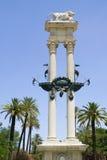 哥伦布纪念碑在Murillo,塞维利亚庭院里  库存照片
