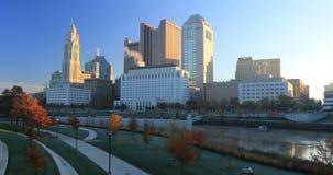 哥伦布,俄亥俄地平线在一清楚的秋天天4K 影视素材