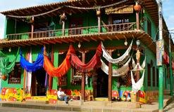 哥伦比亚五颜六色的吊床销售额 免版税库存照片