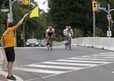 从哥伦比亚和加拿大的奖章获得者一前一后骑自行车种族- ParaPan上午比赛-多伦多2015年8月8日 库存照片