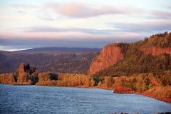 哥伦比亚峡谷河日落 库存图片