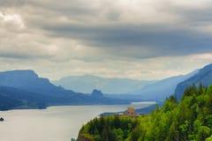 哥伦比亚河峡谷和冠点的看法 库存照片
