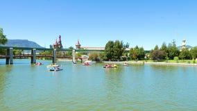 哥伦比亚波哥大分社杜克有脚蹬小船和码头的公园湖 影视素材