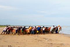 哥伦比亚,海滩的渔夫 库存图片