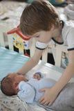 哥哥体贴举行的婴孩 免版税库存照片