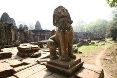 吴哥寺庙雕象狮子,柬埔寨 免版税库存图片