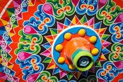 哥斯达黎加典型的oxcart轮子丝毫绘了五颜六色的轮子 库存图片