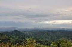 哥斯达黎加山和海洋 免版税库存照片