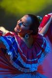 从哥斯达黎加的少妇舞蹈家传统服装的 库存图片