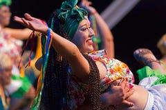 从哥斯达黎加的少妇舞蹈家传统服装的 库存照片
