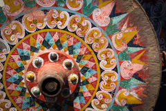哥斯达黎加的老典型的oxcart轮子丝毫绘了五颜六色的轮子 免版税库存照片