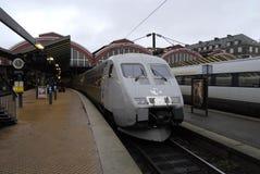 哥本哈根中央火车站的火车乘客 免版税库存图片