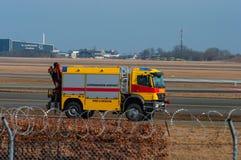 哥本哈根机场火和抢救卡车 库存图片