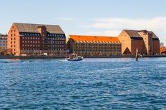 哥本哈根老市的看法从渠道的 免版税图库摄影