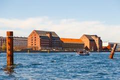 哥本哈根老市的看法从渠道的 免版税库存照片