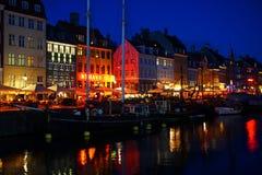 哥本哈根运河在晚上 免版税库存图片