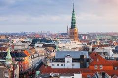 哥本哈根都市风景有香港大会堂尖顶的  免版税库存照片