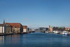 哥本哈根,丹麦- 2017年4月30日:Christiansha江边  免版税图库摄影