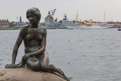 哥本哈根,丹麦- 9月, 07 :littl的一个著名雕象 库存照片